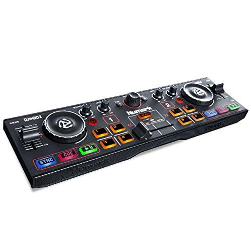 Numark DJ2GO2 Ultra-portabler 2-Kanal DJ Controller für Serato DJ Lite, inklusive eingebautes Audio Interface mit Kopfhörer Cueing, Pad Performance Controller, Crossfader und Jogwheel